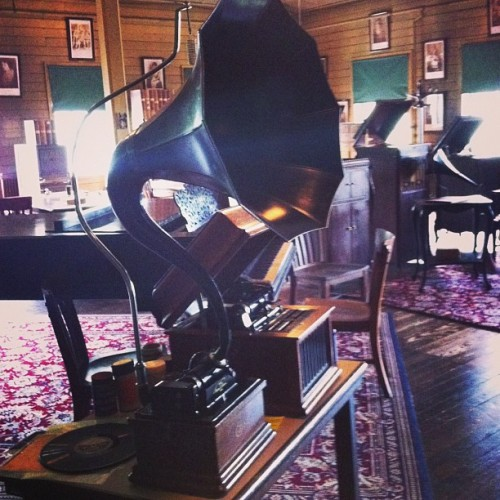Edison's Talking Machine #inventor #edison #phonograph