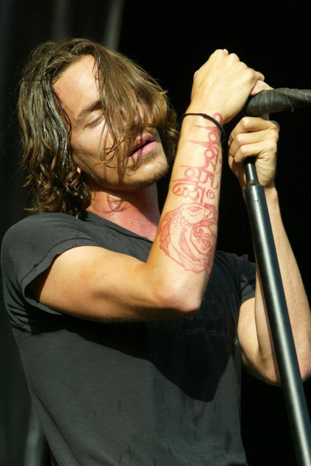 anomalija-incubusic:  i love his tattoo :]