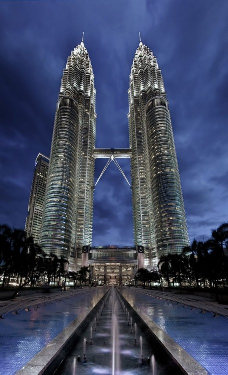 rungmasti:  (via The Petronas Towers)