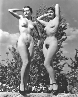retrogirly:  Delores Del Monte and Bettie Page