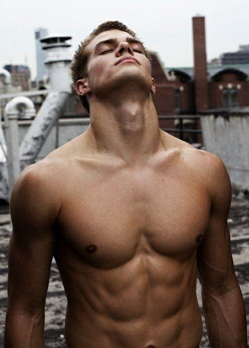 saltwater-and-coconuts:  Dave Franco 😻