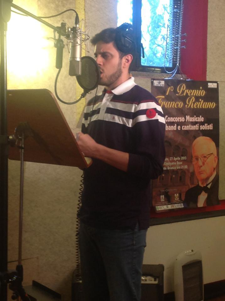 Vincenzo Nizzardo in the studio, recording his first CD!!! FINALLY! :)))) There better be some Notre-Dame/Frollo songs in that CD, Vinnie. I mean, come on, we just need some studio recordings of these songs with your awesome voice, so pleeeeeeeese???? photo source