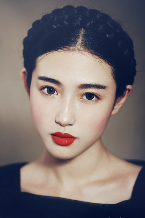 1pint:  fuckyeahrunwayhair:  Zhang Xin Yuan, from China's Hubei province, began her modelling career after being discovered through social media.