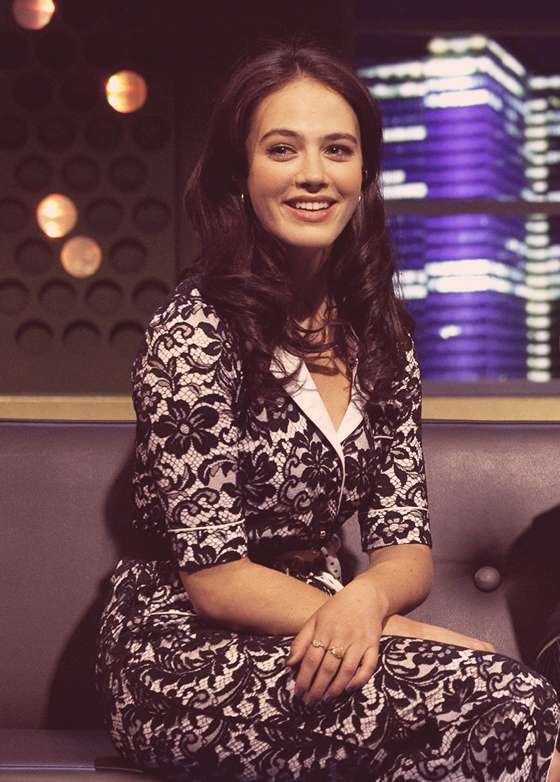 downtonabbeyfreak:  Jessica Brown - Findlay ❤  I love this dress and I think she looked so gorgeous in this interview!!