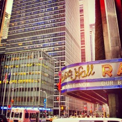 Facing the New York Radio City Music Hall was high blocky office building. What a sight. 😮 #iloveny #newyork #ny #usa #ink361 #instagood #instadaily #photooftheday #20likes