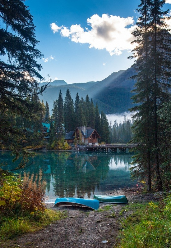 x-enial:  Emerald Lake, British Columbia, Canada (by Earl Dieta)