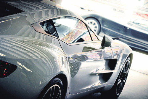 artoftheautomobile:  Aston Martin One-77 (Credit: Colin)