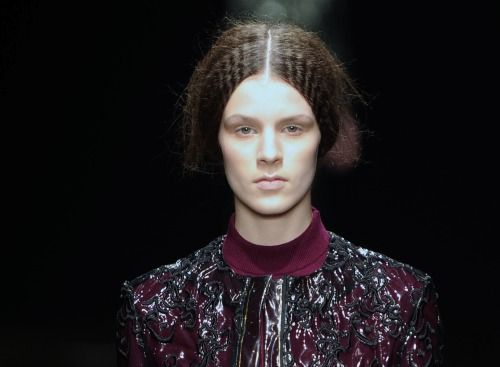 You can't beat a good bit of hair crimping! Seen here @mariosschwab yesterday #lfw