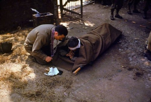 An American Army chaplain kneels next to a wounded soldier in order to administer the Eucharist. France, 1944 https://www.facebook.com/AdoremusInAeternumACatholicGathering