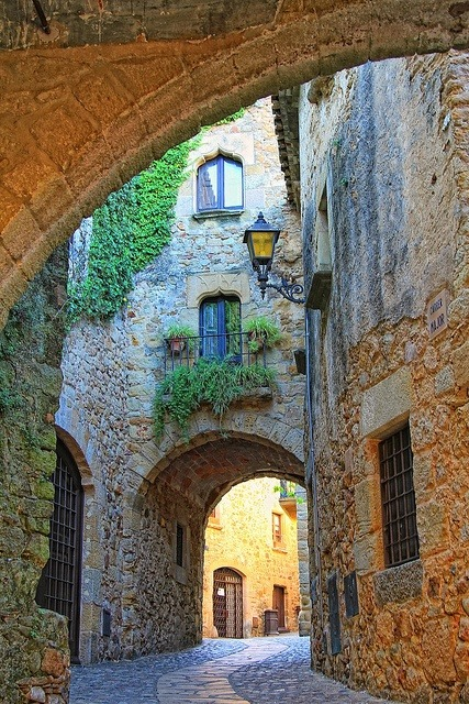 Arch, Girona, Catalonia, Spain photo via hannah