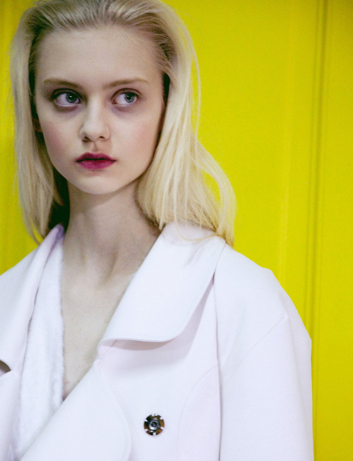 Nastya Kusakina backstage at Maison Martin Margiela by Lea Colombo