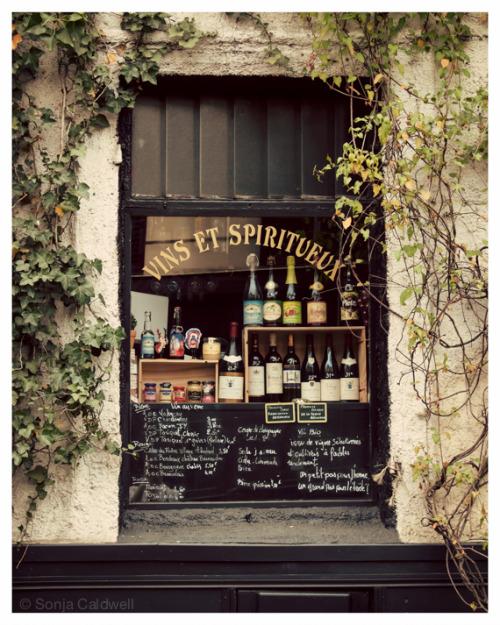 picturesfromparis:  Vins et Spiritueux - French shop window sign, Paris