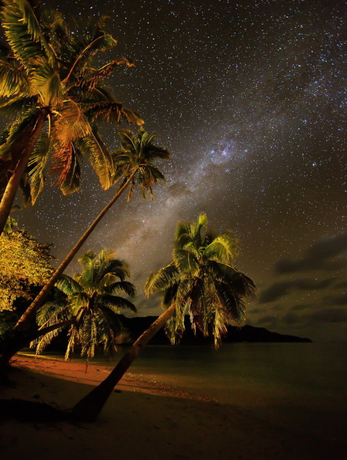 pannekoekman:  Milky Way Over Fiji by Edward Ewert