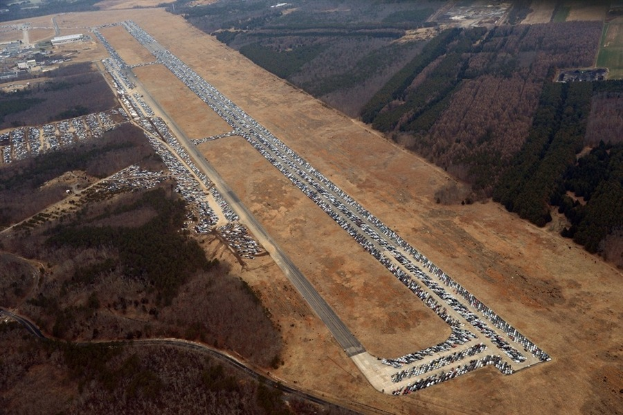 hollybailey:  Airport runway becomes parking lot for thousands of Sandy-damaged vehicles (via Photoblog)