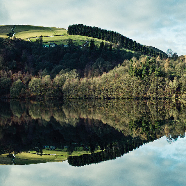 Elan Valley - Garreg Ddu Crop by martinturner on Flickr.