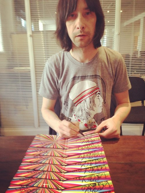 fuckyeahrandombritishindiebands:  Bobby signing CDs