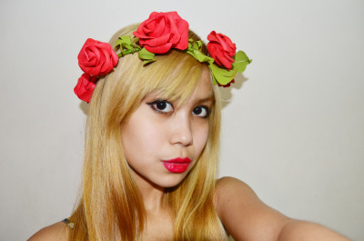 Red roses with red lips!