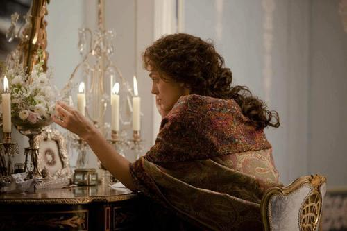 Anna Karenina - Keira Knightley as the protagonist wearing a paisley shawl. This accessory reminds me of Livia Serpieri, the protagonist of Luchino Visconti's Senso.