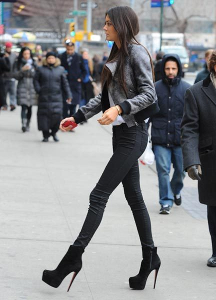 flyonvogue:  blissful-ness:  newyorksbabe:  Perfect  Those legs omg  ♡❊♡❊ following back all similar blogs ♡❊♡❊