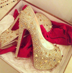 party-in-louboutins:  www.party-in-louboutins.tumblr.com