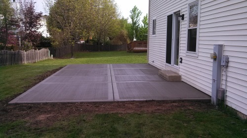 The pictures I promised of our old and new patio. Old one: First 6 pictures New one: Last 4 pictures