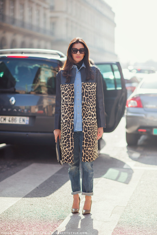 LEILA IN LEOPARD Leila Yavari owns some fabulous pieces and knows how to wear them!  source: Stockholm Street Style