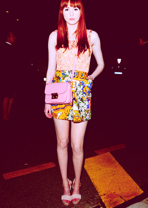oops i did it again, a series  → karen gillan mistaking sidewalks for catwalks