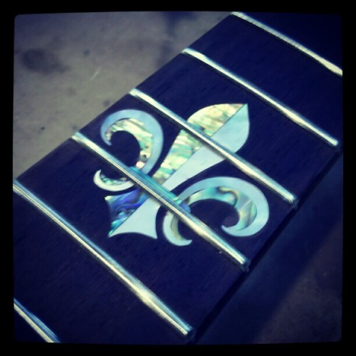 Fleur de lis inlay in abelone and mother of pearl #guitar #luthiery #woodworking