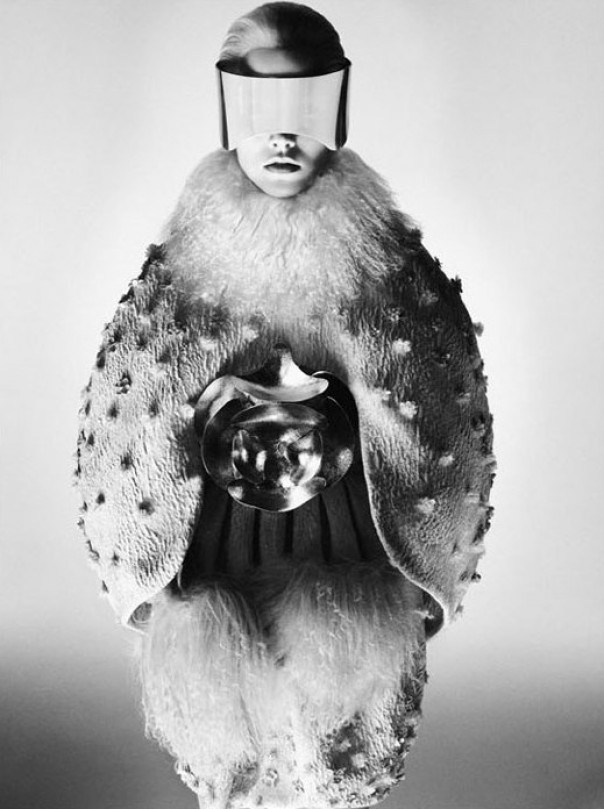 garcode:  Suvi Koponen for Alexander McQueen Fall/Winter 2012 campaign David Sims