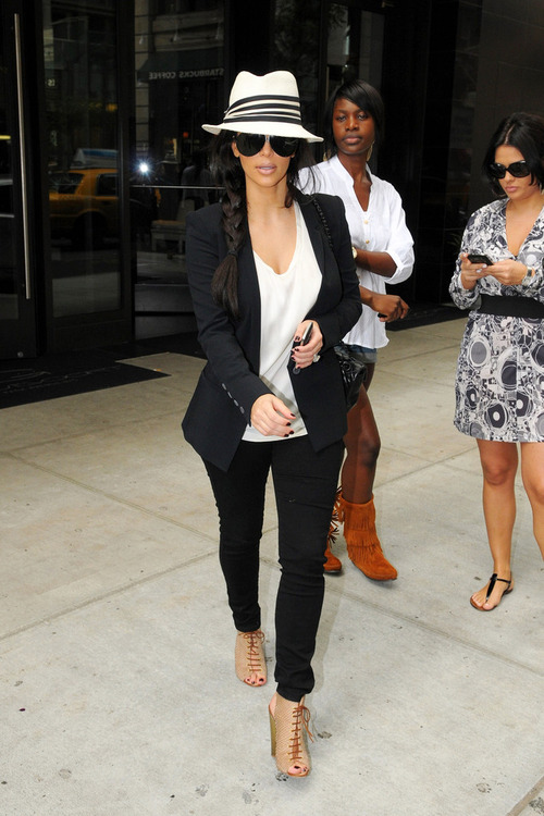 9/26/11: Kim out in New York City.