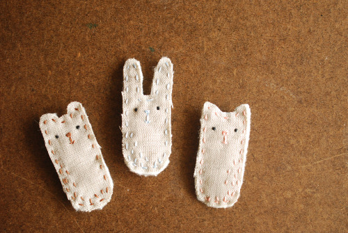 macaronn:  Animal Pins (via wildolive)