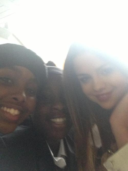 @OMGBieberSoSwag: OMFG I JUST MET SELENA!!! AHHHH OMG IM. CRYING :'). My face is squashed but I'm so grateful.
