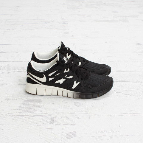adambabel:  [Style] Nike Womens Free Run 2 EXT (Black/Sail)