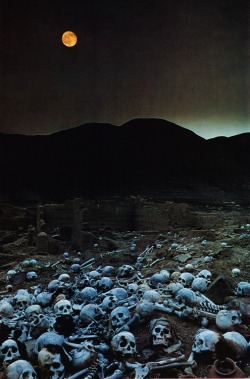 houseofhegira:  Inca graveyard Photographed by Loren McIntyre, published in National Geographic (1975)