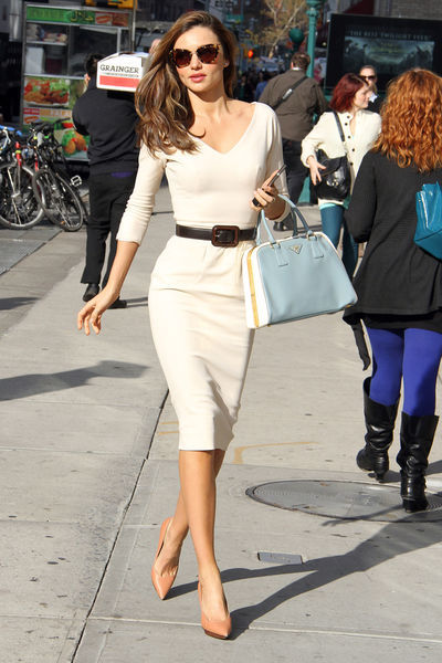 Miranda Kerr looks sooo beautiful ! :) i love her Prada *-*