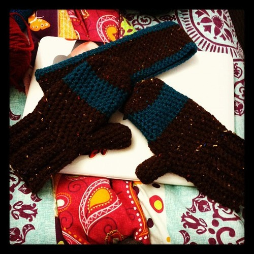 Headband and mittens I made this week in between papers and stressing out. haha I made the headband with a simple single stitch and made the mittens with this pattern: http://www.youtube.com/watch?v=xpC-aqltEog