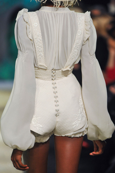 judith-orshalimian:  Ulyana Sergeenko couture details spring/summer 2013, Paris fashion week ;)