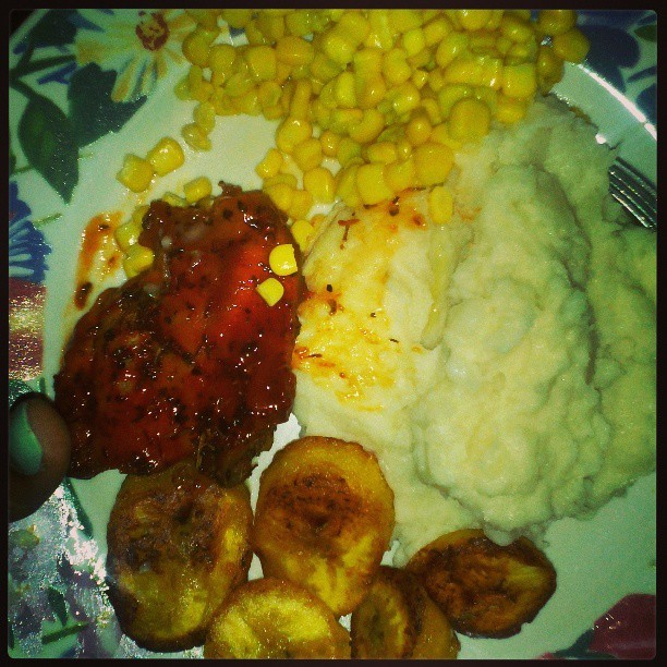 Food at 10:30 in the night plus movie! #solidfood #chicken #corn #mashpotatoes #plantain #goodeating
