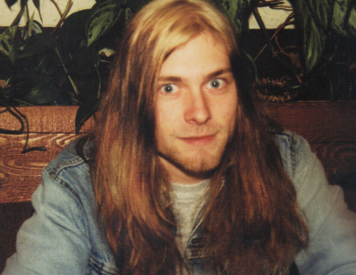 stoneflowersattic:  Kurt Cobain at a restaurant. Photo taken by his girlfriend Tracy Marander.