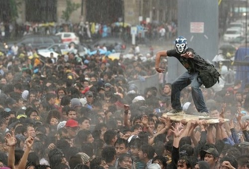 catastrofe:  (via cassoela) masked crowd surfing - hell yeah!