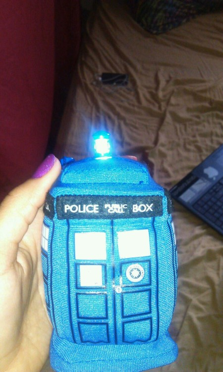 minseokiesass:  MY BROTHER GOT A FUCKING TARDIS KEY CHAIN AT TOYS R US. APPARENTLY THIS WAS THE LAST ONE. IT MAKES THE TARDIS SOUND WHEN YOU PRESS IT. AND LIGHTS UP. I. AM. SO. JELLY.