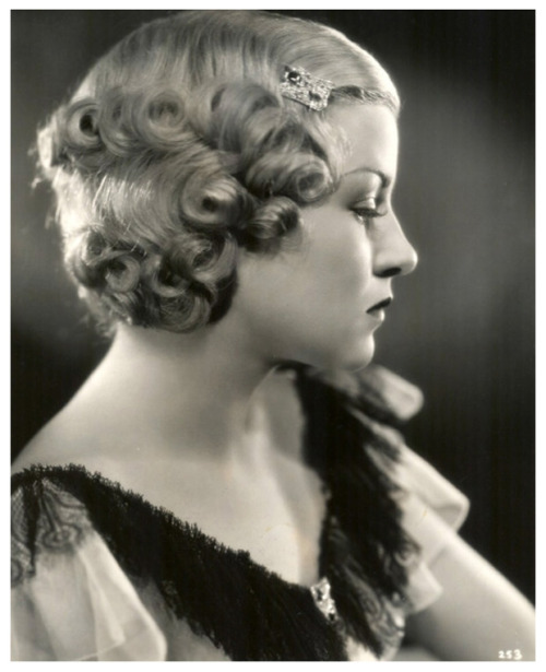indypendent-thinking:  Claire Trevor, 1934 (via Esme and the laneway: some 1930's inspiration)