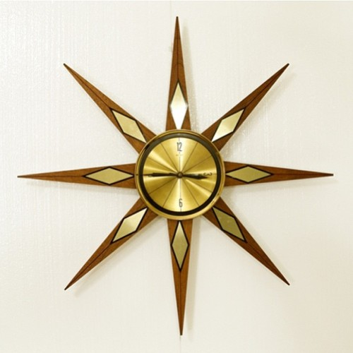 That's one cool Starburst clock! #vintage #vintagehome #vintagedecor #vintageliving #vintageinterior #retro #retrohome #retrodecor #retroliving #retrointerior #kitsch #kitschdecor #kitschliving #kitschinterior