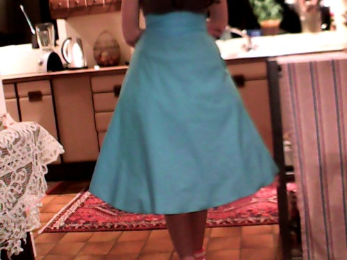 this is the skirt I just made for my cosplay, the camera quality is really shit so it's hard to see, but it actually came out exactly how I wanted it to so thats nice ^_^