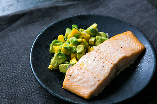 yummyinmytumbly:  Baked Salmon with Avocado Mango Salsa