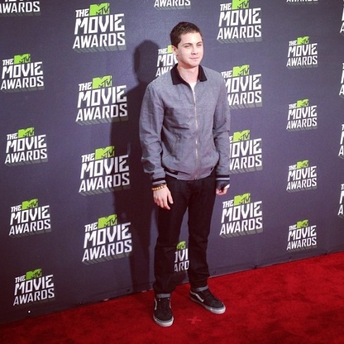 loganlermandaily:  Logan at the MTV Movie Awards red carpet