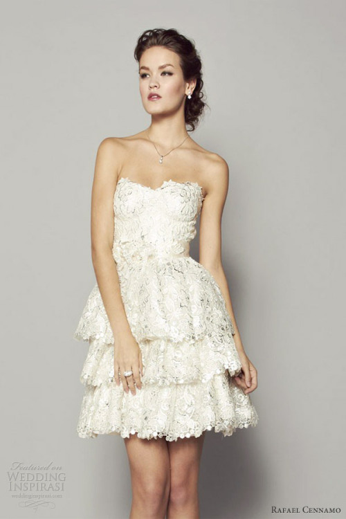 awesomeweddingdresses:  http://www.weddinginspirasi.com/2013/04/11/rafael-cennamo-fall-2013-white-couture-collection/2/