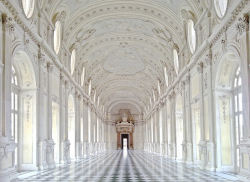 clubmonaco:  The gorgeous Palace of Venaria, Italy.