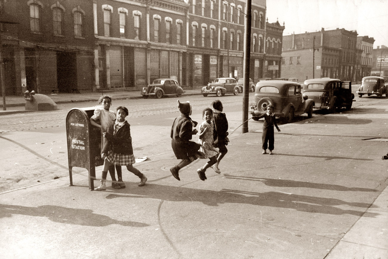 Children jumping rope on the sidewalk of a South Side Chicago street, 1941. By Russell Lee