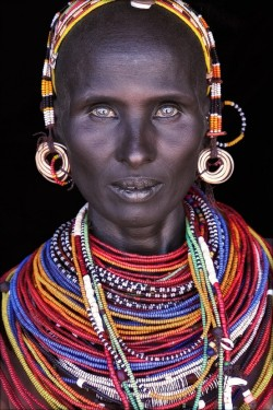 divineblu:  Mumuhuila tribe of Angola by John Kenny